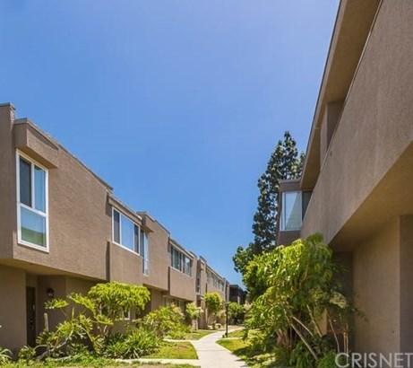 Townhouse - Tarzana, CA (photo 3)