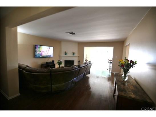 Single Family Residence, Contemporary - Van Nuys, CA (photo 4)
