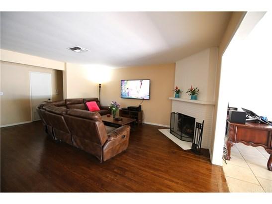 Single Family Residence, Contemporary - Van Nuys, CA (photo 5)
