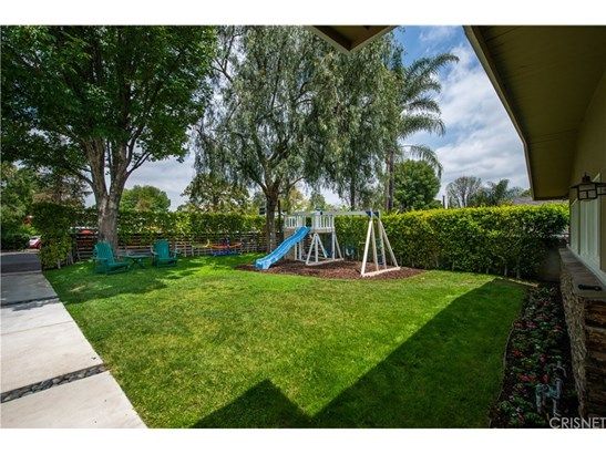 Single Family Residence, Traditional - Woodland Hills, CA (photo 5)