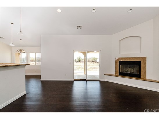 Single Family Residence, Modern - Lake Los Angeles, CA (photo 5)