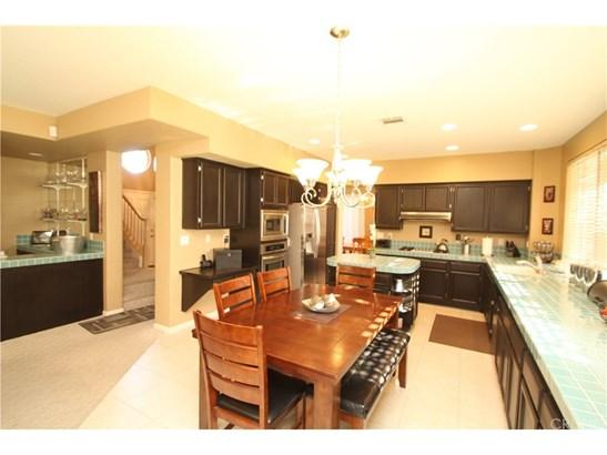 Single Family Residence, Contemporary - Palmdale, CA (photo 4)