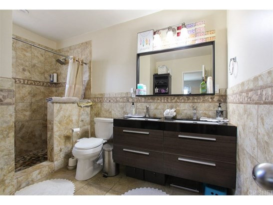 Single Family Residence, Contemporary - Winnetka, CA (photo 3)