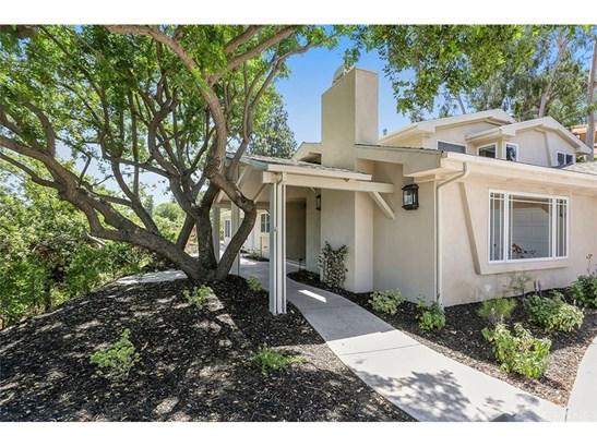 Single Family Residence - Woodland Hills, CA (photo 2)