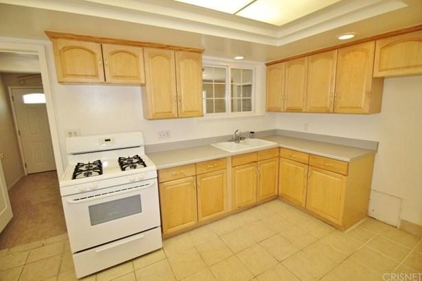 Single Family Residence, Contemporary - Van Nuys, CA (photo 3)