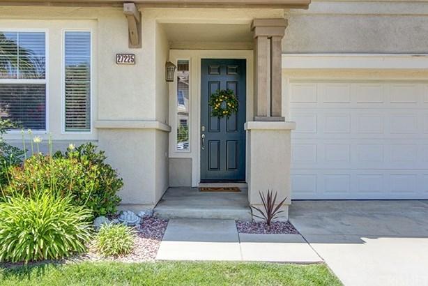 Single Family Residence - Canyon Country, CA (photo 4)