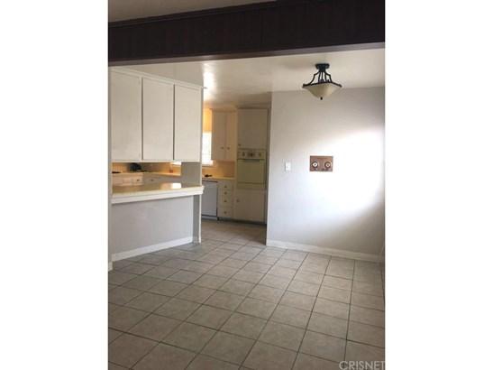 Single Family Residence, Contemporary - Bakersfield, CA (photo 5)