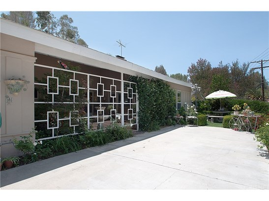Single Family Residence, Traditional - Woodland Hills, CA (photo 2)