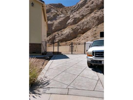 Single Family Residence, Custom Built - Canyon Country, CA (photo 2)