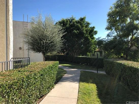 Townhouse, Contemporary - Sun Valley, CA (photo 2)