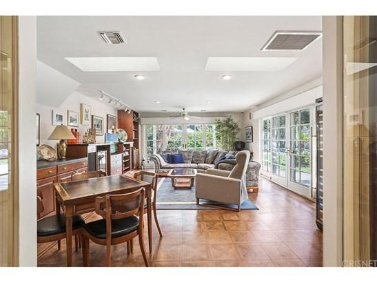 Single Family Residence, Georgian - Northridge, CA (photo 4)