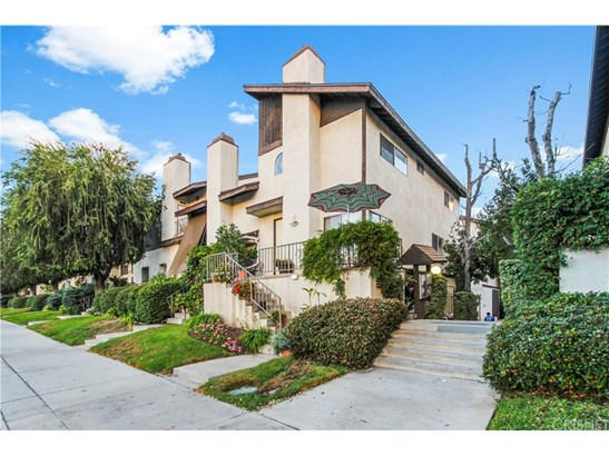 Townhouse, Contemporary,Modern - North Hills, CA