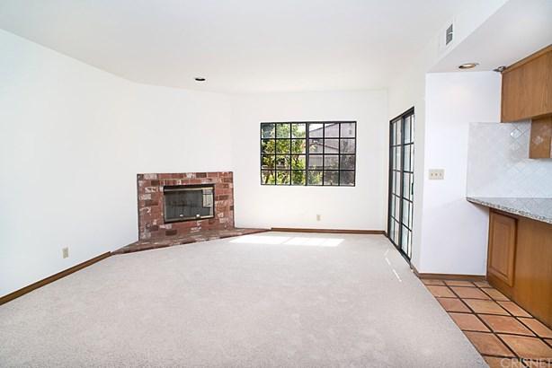 Mediterranean, Single Family Residence - North Hills, CA (photo 4)