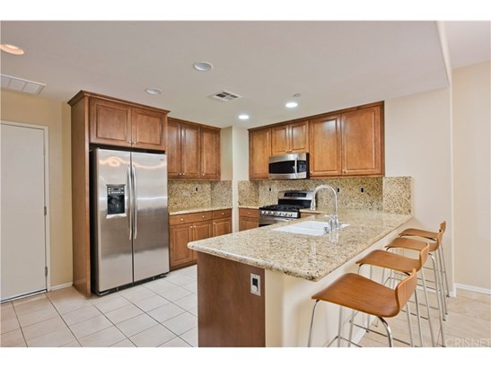 Townhouse, Traditional - Porter Ranch, CA (photo 3)