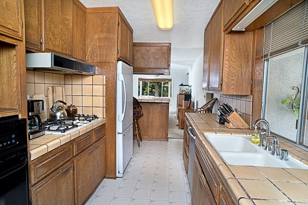 Single Family Residence, Traditional - Winnetka, CA (photo 4)