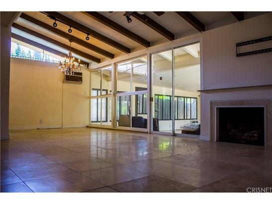 Single Family Residence - Winnetka, CA (photo 4)