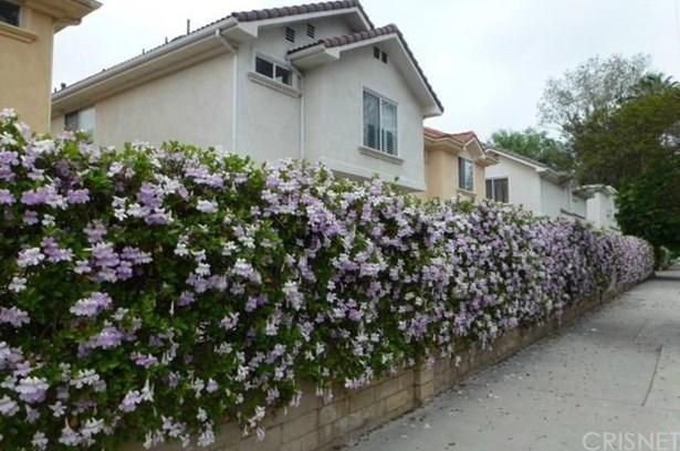 Condominium, Spanish - Reseda, CA (photo 1)