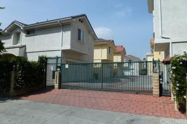 Condominium, Spanish - Reseda, CA (photo 2)