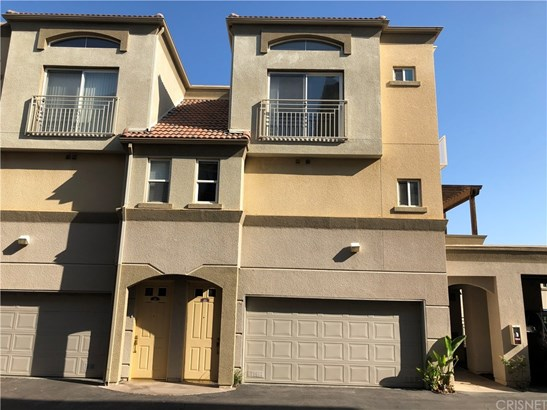 Single Family Residence - Woodland Hills, CA