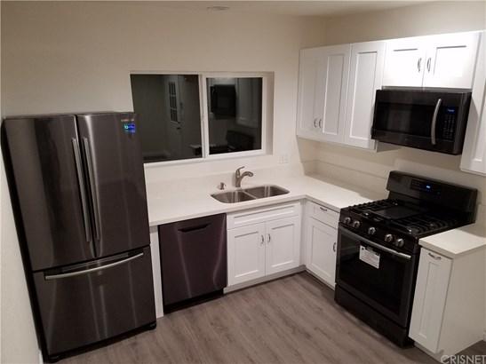 Duplex - Winnetka, CA (photo 1)