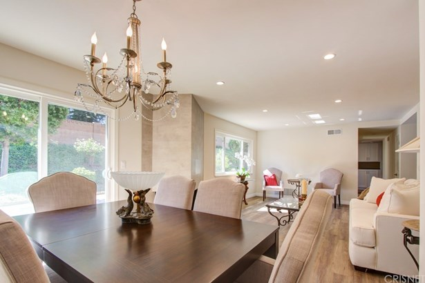 Single Family Residence, Traditional - Porter Ranch, CA (photo 4)