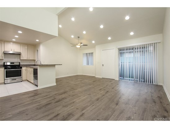 Condominium - Sylmar, CA (photo 4)