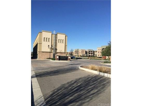 Condominium - Bakersfield, CA (photo 1)