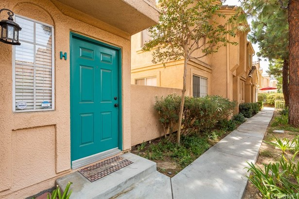 Townhouse - Newhall, CA