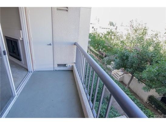 Condominium, Contemporary - Woodland Hills, CA (photo 3)