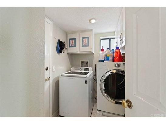 Single Family Residence, Contemporary - Saugus, CA (photo 2)