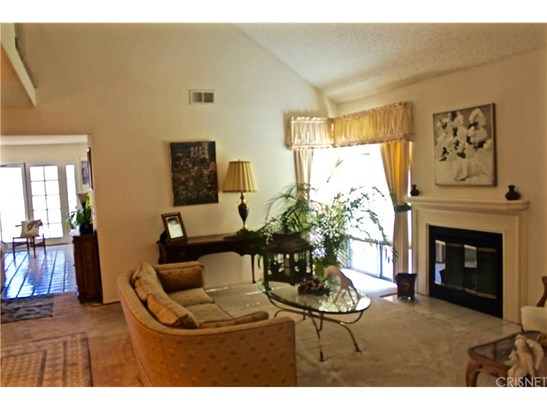 Single Family Residence - Canyon Country, CA (photo 4)