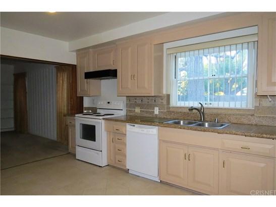 Single Family Residence, Traditional - Northridge, CA (photo 4)