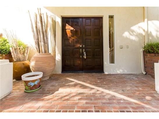 Contemporary,Mediterranean, Single Family Residence - Calabasas, CA (photo 2)