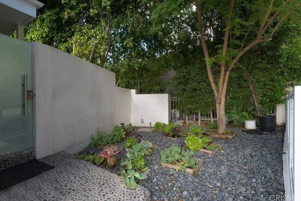 Contemporary,Modern, Single Family Residence - West Hollywood, CA (photo 3)