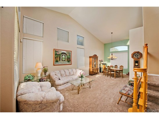 Single Family Residence, Contemporary - Canyon Country, CA (photo 4)