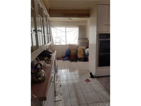 Single Family Residence - Fontana, CA (photo 5)