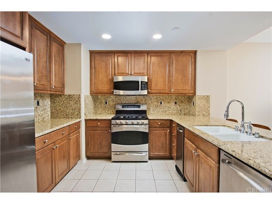 Townhouse, Traditional - Porter Ranch, CA (photo 5)