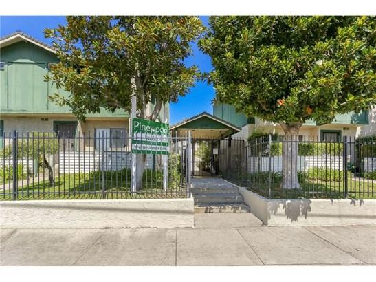Townhouse - North Hills, CA (photo 1)