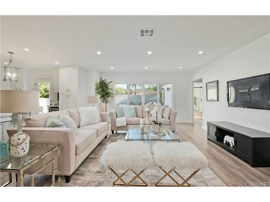 Single Family Residence, Contemporary - Tarzana, CA (photo 3)