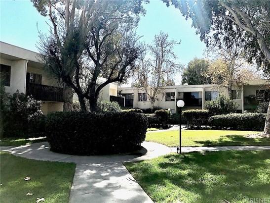 Condominium - Valencia, CA (photo 2)