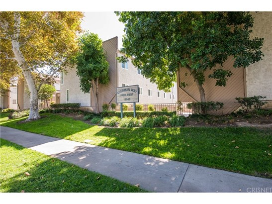Townhouse, Traditional - Reseda, CA (photo 1)