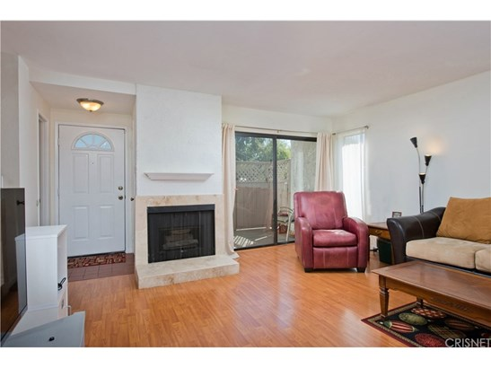 Townhouse, Traditional - Reseda, CA (photo 3)
