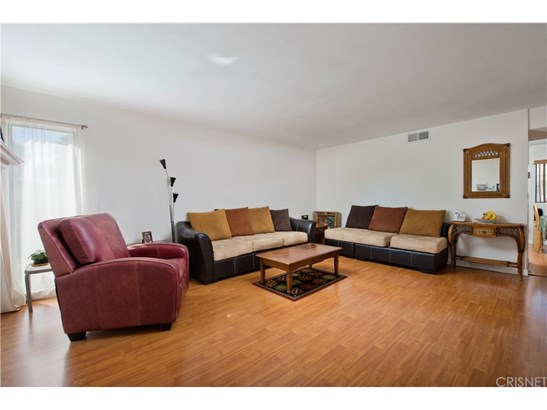 Townhouse, Traditional - Reseda, CA (photo 4)