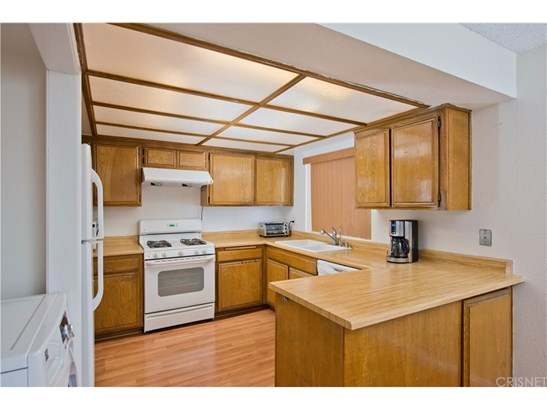 Townhouse, Traditional - Reseda, CA (photo 5)