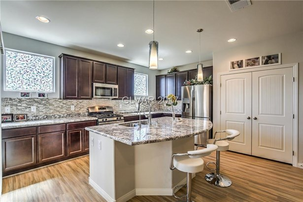 6154 Villa Lante Avenue, Las Vegas, NV - USA (photo 5)