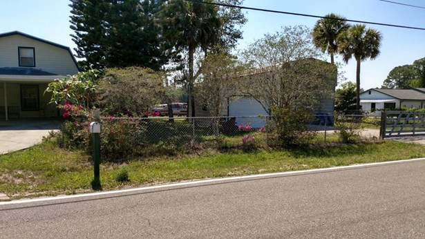 Single Family Detached, 2 Story - Mims, FL (photo 3)