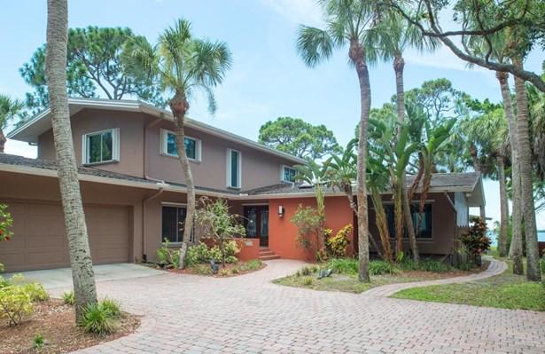 2210 Pelham Road North, St. Petersburg, FL - USA (photo 1)