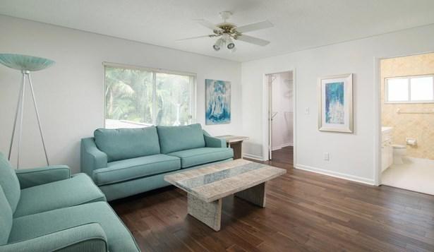 2210 Pelham Road North, St. Petersburg, FL - USA (photo 5)