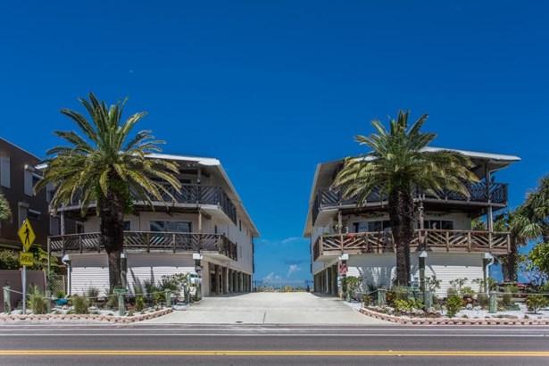 12 Gulf Boulevard B2, Indian Rocks Beach, FL - USA (photo 1)