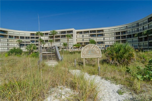 4450 Gulf Boulevard 107, St. Petersburg Beach, FL - USA (photo 1)